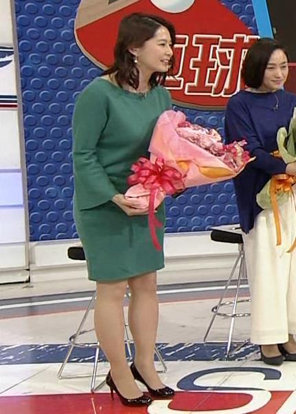 杉浦友紀アナ 横乳と生足キャプ・エロ画像12