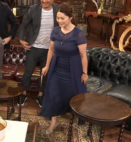 杉浦友紀アナ 久しぶりにすげぇ横乳キャプ・エロ画像8