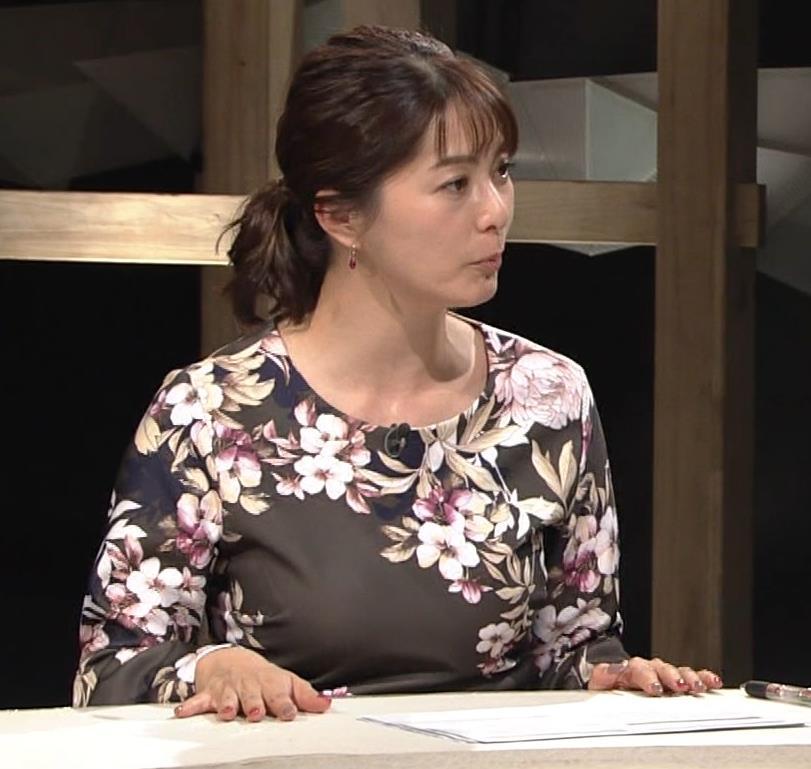 杉浦友紀アナ 安定の巨乳キャプ・エロ画像3