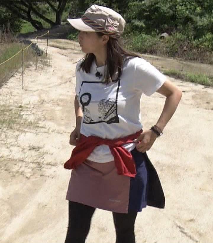 杉浦友紀アナ 貴重なTシャツ姿【爆乳】キャプ・エロ画像2
