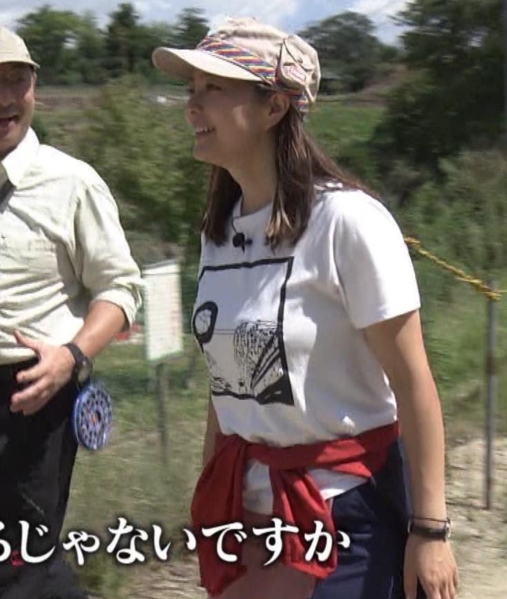 杉浦友紀アナ 貴重なTシャツ姿【爆乳】キャプ・エロ画像3
