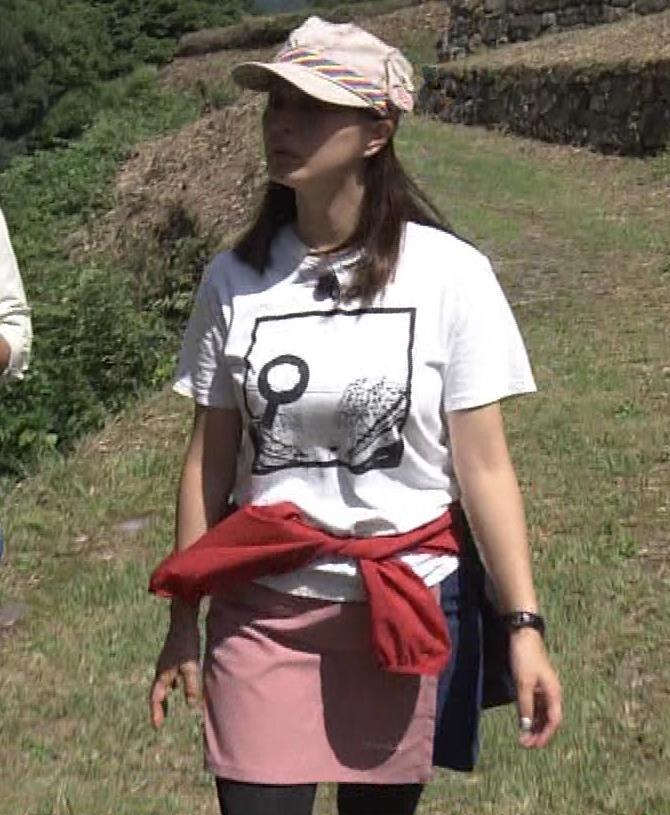 杉浦友紀アナ 貴重なTシャツ姿【爆乳】キャプ・エロ画像9