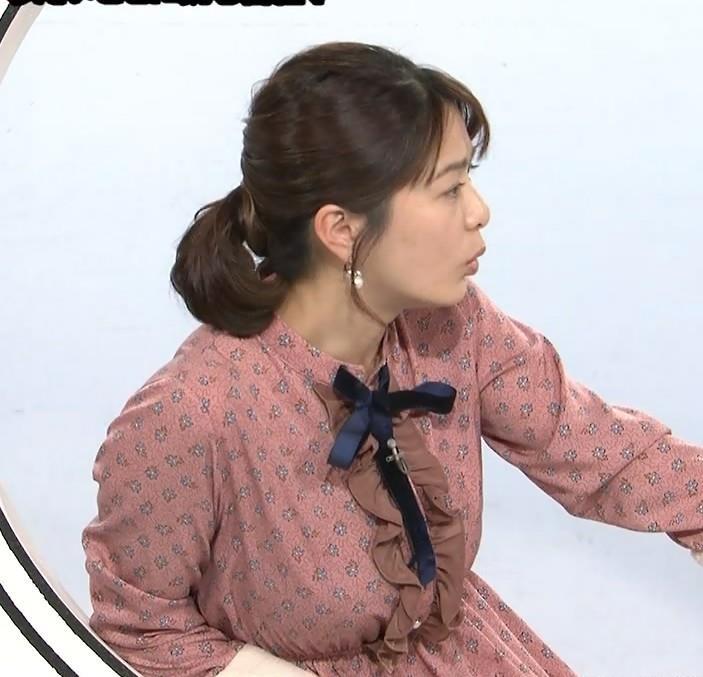 アナ ゆったりめな服でも巨乳が目立つキャプ・エロ画像4
