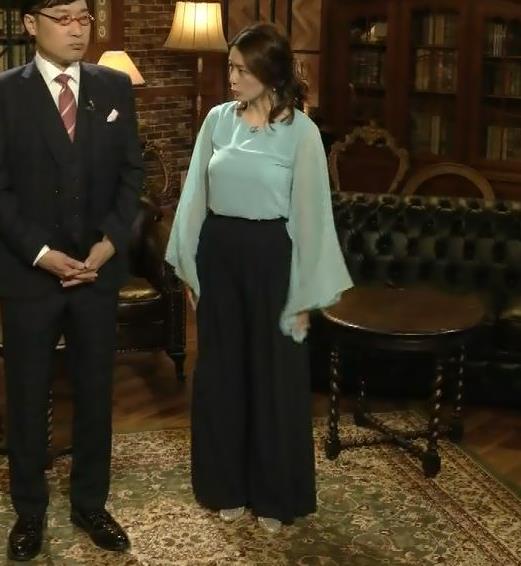 杉浦友紀アナ ゆったりした衣装でも隠せない巨乳キャプ・エロ画像2