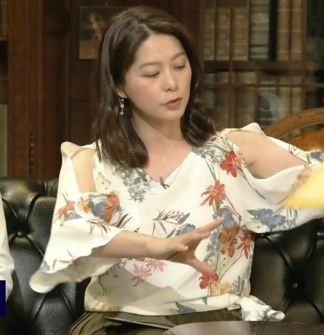 杉浦友紀アナ ゆったりした衣装でも隠せない巨乳キャプ・エロ画像6