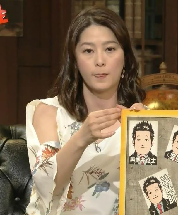 杉浦友紀アナ ゆったりした衣装でも隠せない巨乳キャプ・エロ画像9