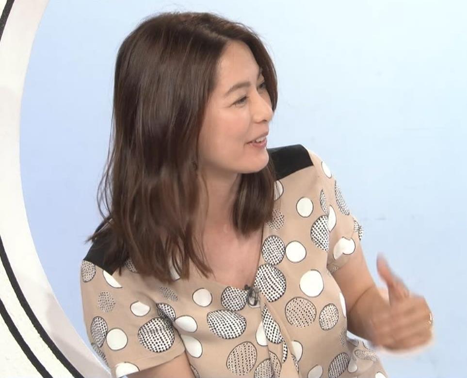 杉浦友紀アナ 胸元ゆるめキャプ・エロ画像4