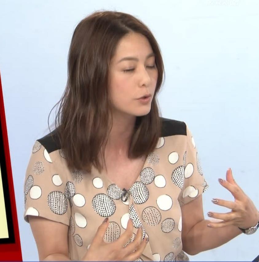 杉浦友紀アナ 胸元ゆるめキャプ・エロ画像8