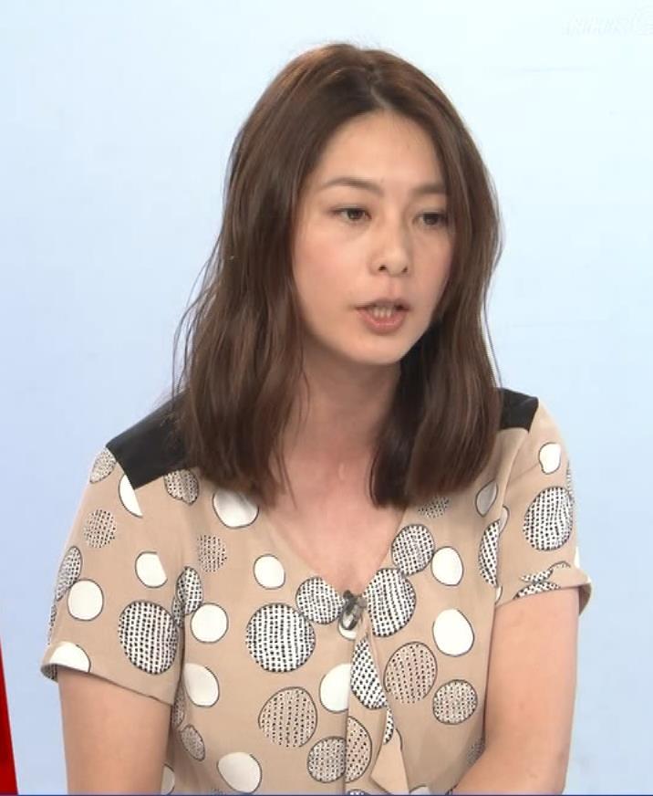 杉浦友紀アナ 胸元ゆるめキャプ・エロ画像9