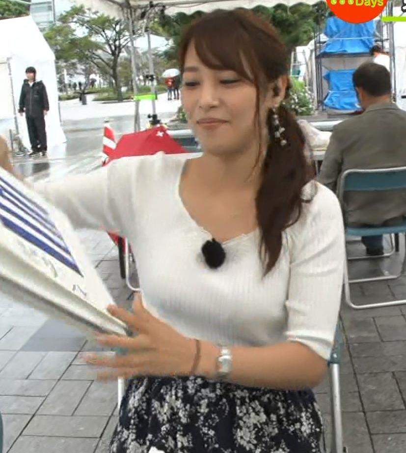 鷲見玲奈アナ エロいニット胸元キャプ・エロ画像5