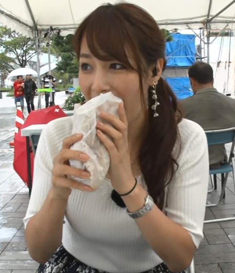 鷲見玲奈アナ エロいニット胸元キャプ・エロ画像6