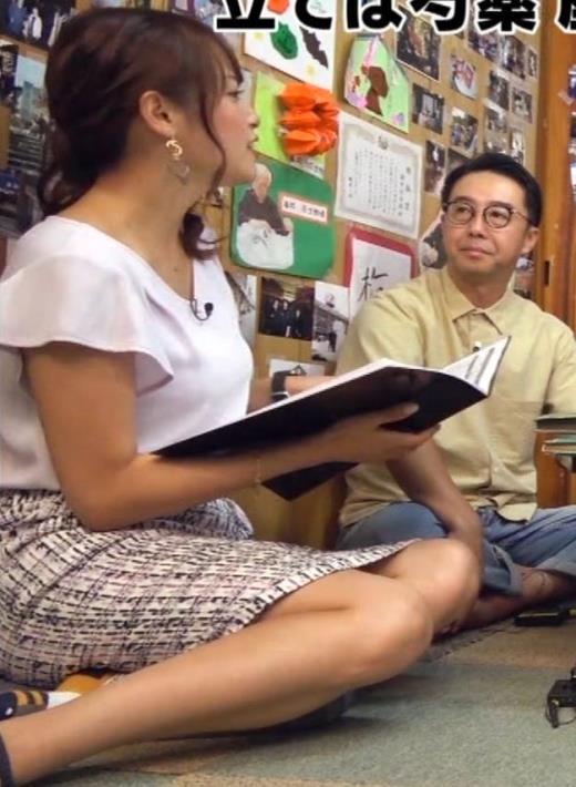 鷲見玲奈アナ タイトスカートで女の子座りキャプ画像(エロ・アイコラ画像)