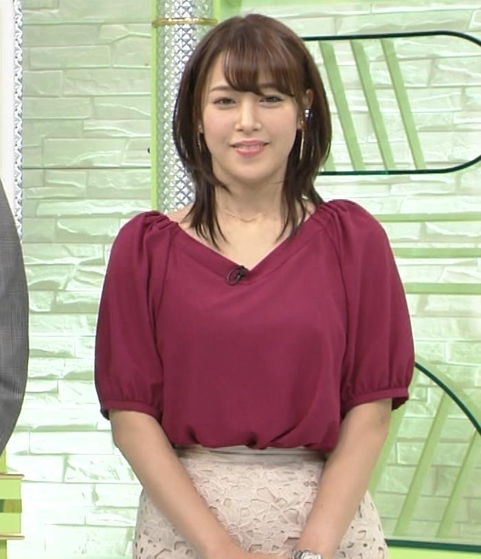 鷲見玲奈アナ 胸ちらGIF&ほぼパンチラ▼ゾーンキャプ・エロ画像3