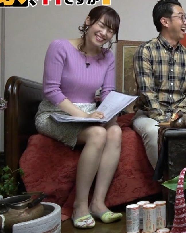 鷲見玲奈アナ スカートがめくれて太ももが見えた!(GIFあり)キャプ・エロ画像10