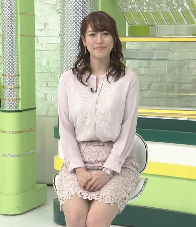 鷲見玲奈アナ ミニスカートで座ってパンツが見そうになる▼ゾーンキャプ・エロ画像7