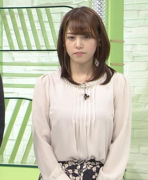 鷲見玲奈アナ ゆったりした服でも横乳すげぇキャプ・エロ画像3