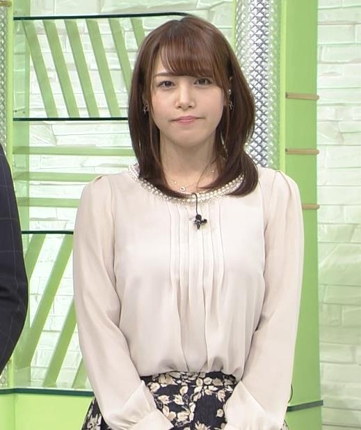 鷲見玲奈アナ ゆったりした服でも横乳すげぇキャプ・エロ画像6