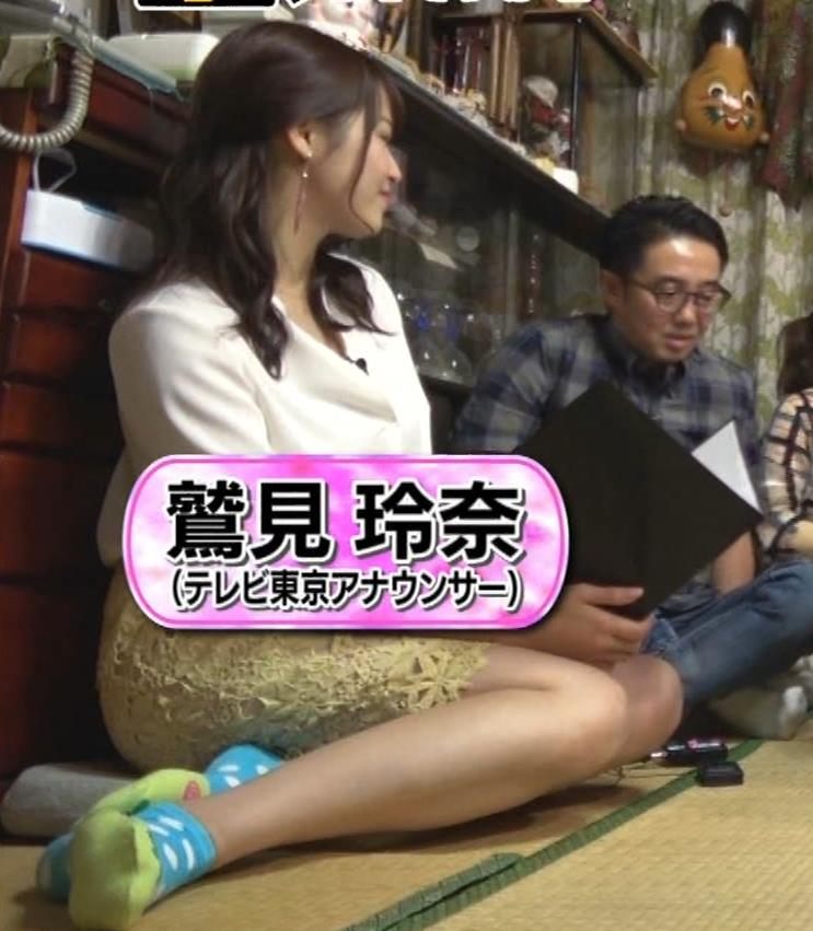 鷲見玲奈アナ 女の子座りの脚と尻がエロいキャプ・エロ画像