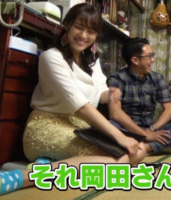 鷲見玲奈アナ 女の子座りの脚と尻がエロいキャプ・エロ画像11