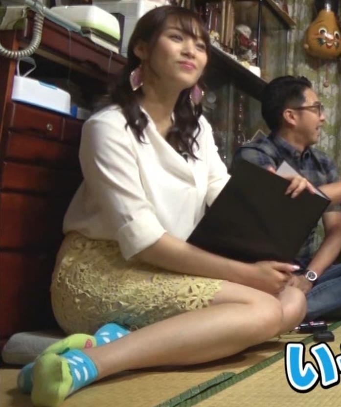 鷲見玲奈アナ 女の子座りの脚と尻がエロいキャプ・エロ画像3