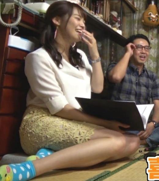 鷲見玲奈 女の子座りの脚と尻がエロいキャプ画像(エロ・アイコラ画像)
