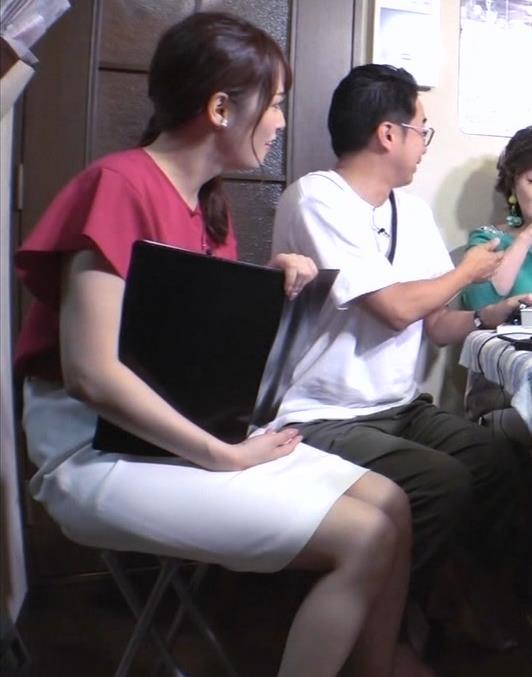 鷲見玲奈アナ タイトスカートの太ももキャプ・エロ画像3