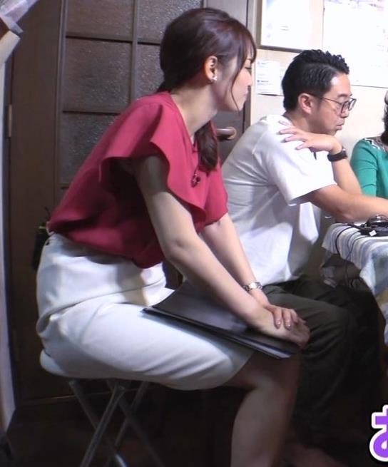 鷲見玲奈アナ タイトスカートの太ももキャプ・エロ画像4