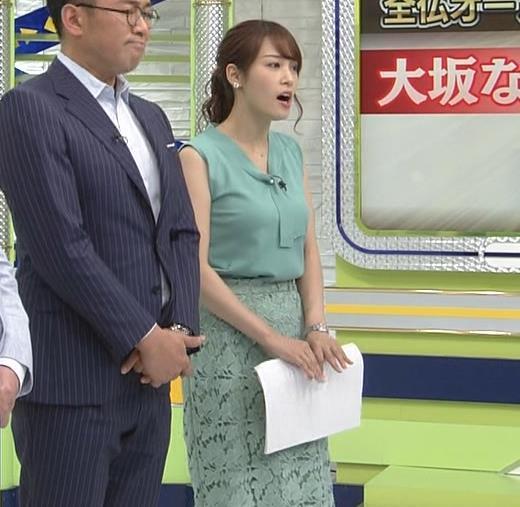 鷲見玲奈アナ ムチムチノースリーブキャプ・エロ画像2