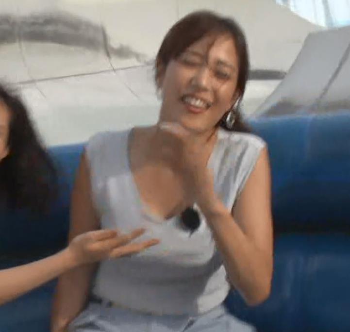 鷲見玲奈アナ 待望の胸チラ!キターーー!!キャプ・エロ画像12