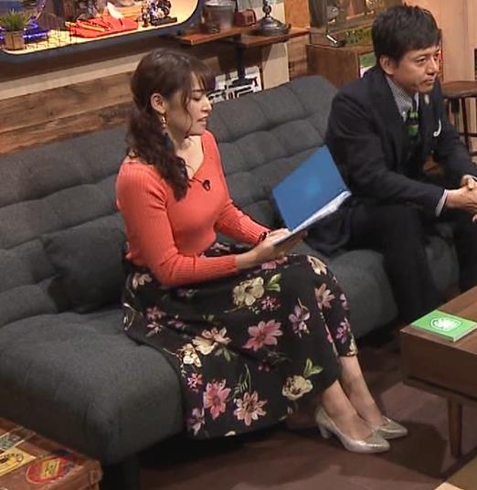 鷲見玲奈アナ 肌の露出が多いニットキャプ・エロ画像4