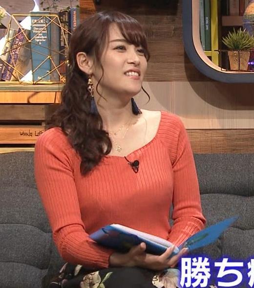 鷲見玲奈アナ 肌の露出が多いニットキャプ・エロ画像5
