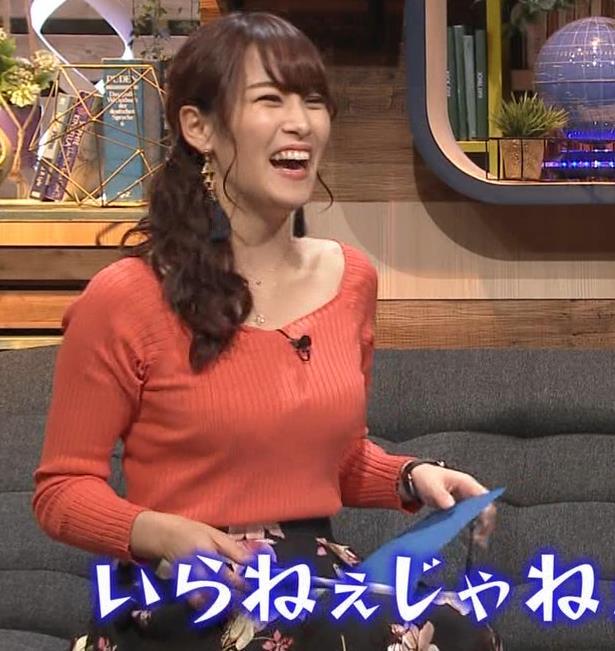 鷲見玲奈アナ 肌の露出が多いニットキャプ・エロ画像8
