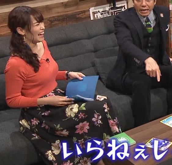 鷲見玲奈アナ 肌の露出が多いニットキャプ・エロ画像9