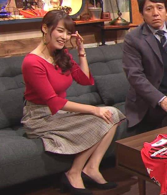 鷲見玲奈アナ またエロいニット着てるキャプ・エロ画像5