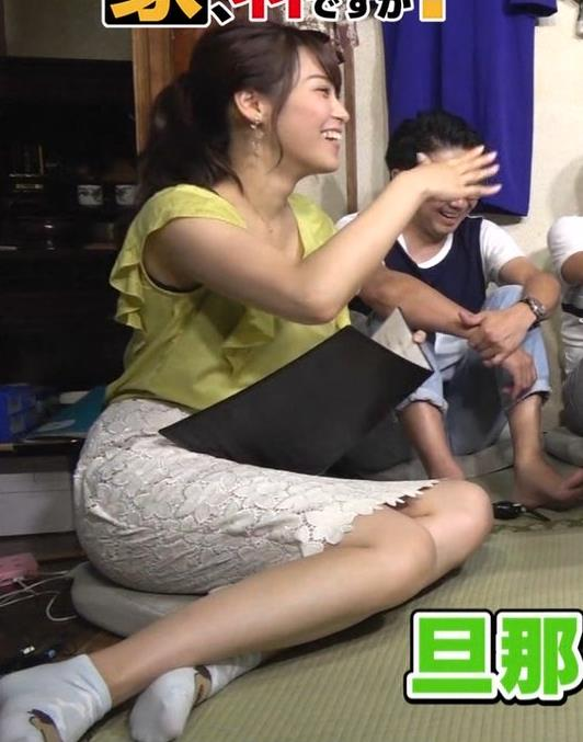 鷲見玲奈アナ 花柄タイトめなスカートのお尻キャプ・エロ画像3