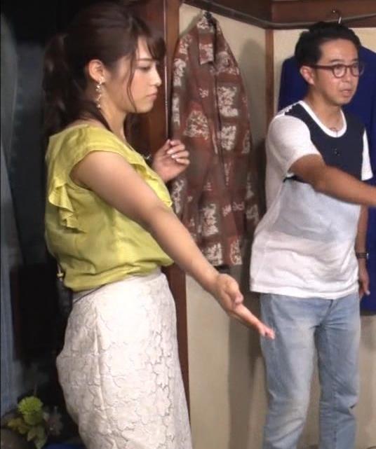 鷲見玲奈アナ 花柄タイトめなスカートのお尻キャプ・エロ画像4