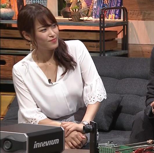 鷲見玲奈アナ スカートお尻キャプ・エロ画像