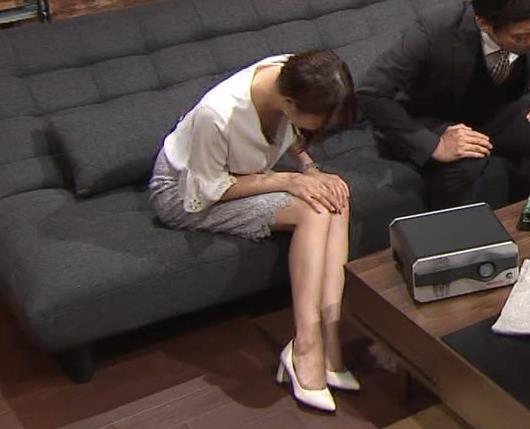 鷲見玲奈アナ スカートお尻キャプ・エロ画像12
