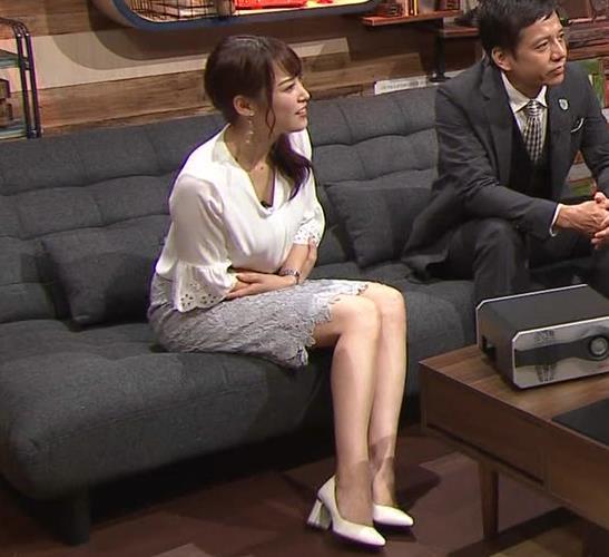 鷲見玲奈アナ スカートお尻キャプ・エロ画像3