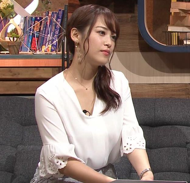 鷲見玲奈アナ スカートお尻キャプ・エロ画像5