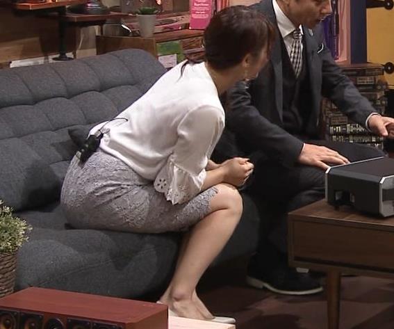 鷲見玲奈アナ スカートお尻キャプ・エロ画像7