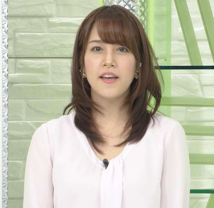 鷲見玲奈アナ また巨乳胸ちらキャプ・エロ画像5