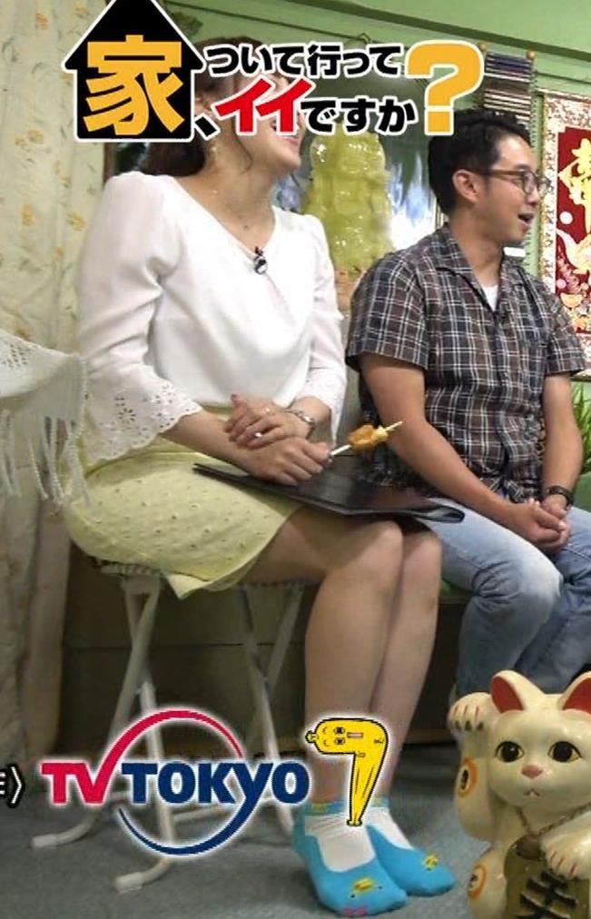 鷲見玲奈アナ 変な靴下を履いてるキャプ・エロ画像11