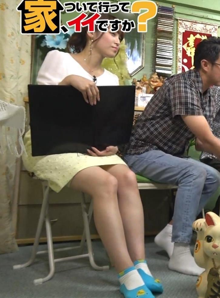 鷲見玲奈アナ 変な靴下を履いてるキャプ・エロ画像3