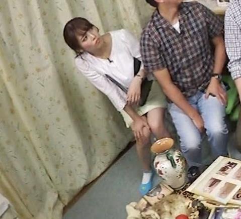 鷲見玲奈アナ 変な靴下を履いてるキャプ・エロ画像6