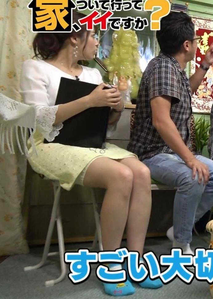 鷲見玲奈アナ 変な靴下を履いてるキャプ・エロ画像7