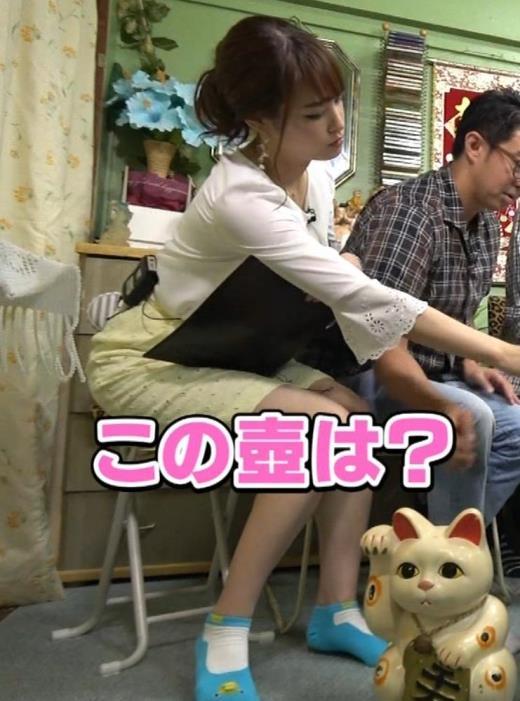 鷲見玲奈アナ 変な靴下を履いてるキャプ画像(エロ・アイコラ画像)