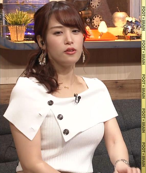 鷲見玲奈アナ ちょっと隠す巨乳のエロさキャプ・エロ画像4