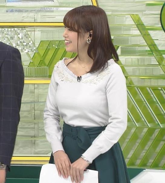 鷲見玲奈アナ 安定のニットおっぱいキャプ・エロ画像