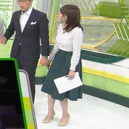 鷲見玲奈アナ 安定のニットおっぱいキャプ・エロ画像5